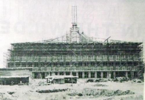 Ang pagtatayo ng INC Central Offices.  Mula sa arkitektura.ph.