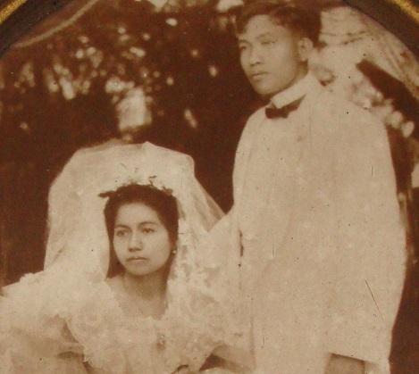 Malungkot na larawan ni Anita del Pilar de Marasigan sa kanyang kasal kay Vicente Marasigan.  Fixed marriage kasi.  Pero matututunan niya ring mahalin si Vicente.  Mula sa filipinoscribbles.wordpress.com.