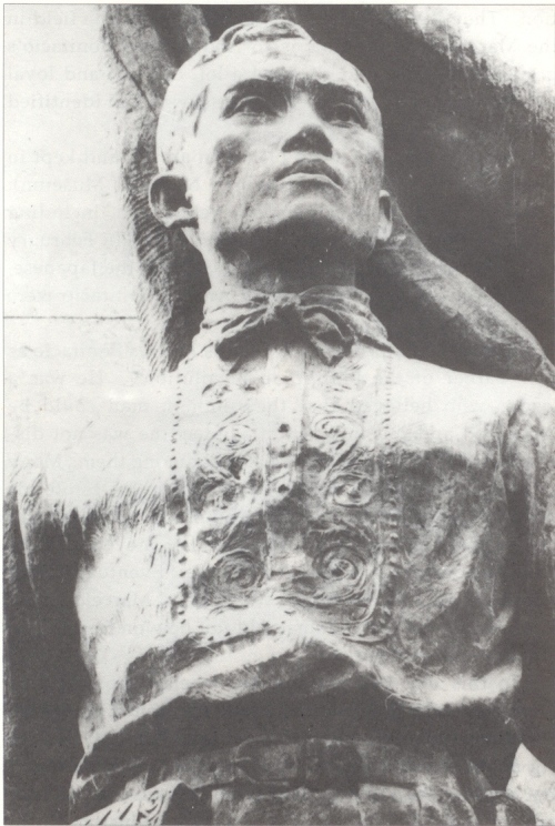 Ang close-up ng ulo ni Bonifacio sa kanyang monumento sa Caloocan.  Nililok ni Guillermo Tolentino.  Mula kay Isagani Medina.