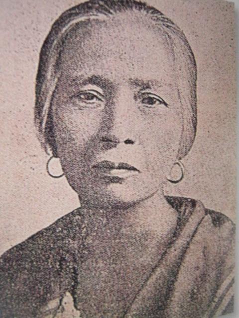 Espiridiona Bonifacio, kapatid ng Supremo.  Sa kanyang bone structure ibinatay ang mga busto ni Guillermo Tolentino kay Bonifacio.