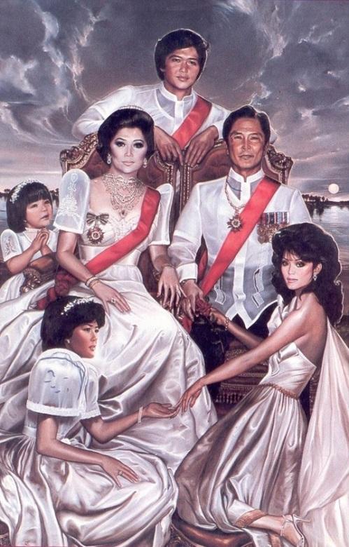 Ang tila monarkiya sa Pilipinas:  Ang mga Marcos sa kanilang pamamayagpag bilang mga hari at reyna ng bansa.  Mula kay Carmen Navarro Pedrosa.
