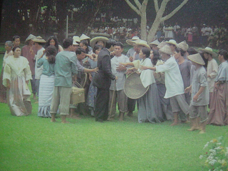 script of rizal sa dapitan Sa dapitan, nagtayo si rizal ng isang maliit na paaralan na may labing-apat na batang taga-roon na kanyang tinuturuan habang nagaganap ang labanan sa pagitan ng.