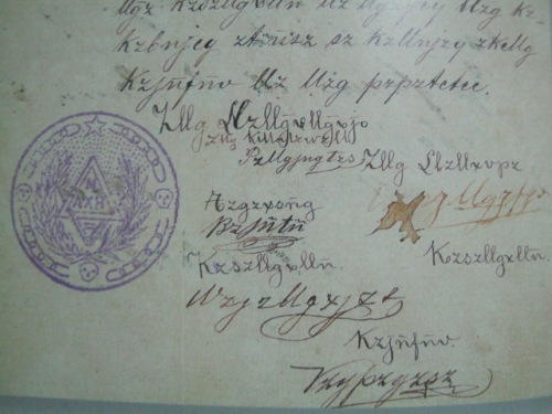 Pinakamaagang nahanap na dokumento ng Katipunan na nakasulat sa Katipunan Code, 1892.   May mga pirma nina Andres Bonifacio.  Mula sa Sulyap Kultura.