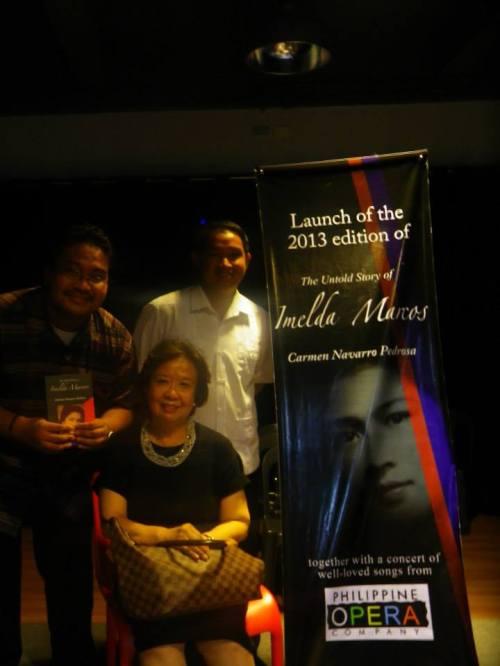 Si Xiao Chua, Jonathan Balsamo at Carmen Pedrosa noong paglulunsad ng kanyang The Untold Story of Imelda Marcos.