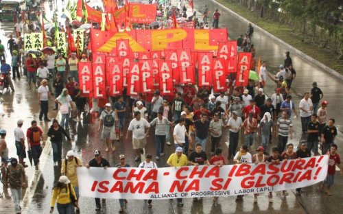 Protests during the last SONA of President Gloria Macapagal-Arroyo.  Photo  by Marlon Cornelio.