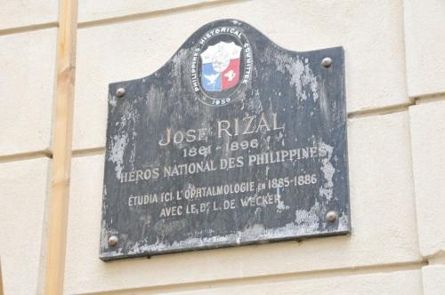 Marker sa naging klinika ni Rizal sa Paris.  Mula kay Mark Roy Boado.