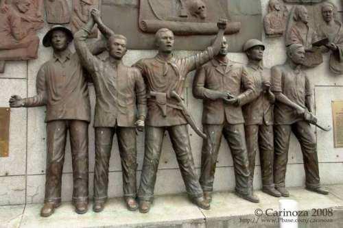 Bagong monumento ng pagtatatag ng Katipunan sa Kalye Recto kanto ng Elcano.  Mula kay Cari Noza.