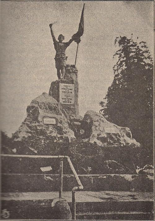 """Ang orihinal na Bantayog sa Balintawak, """"Sa alaala ng mga Bayani ng 1896.""""  Hindi po ito si Bonifacio.  Mula kay Dr. Ambeth R. Ocampo."""