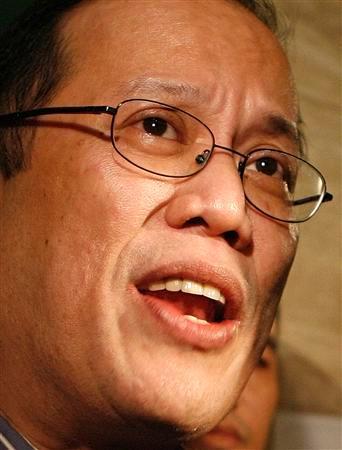 """Ang anak ni Tita Cory na si Benigno Simeon """"Noynoy"""" Aquino, III ang siyang nagkumpirma ng balita na wala na si Tita Cory."""