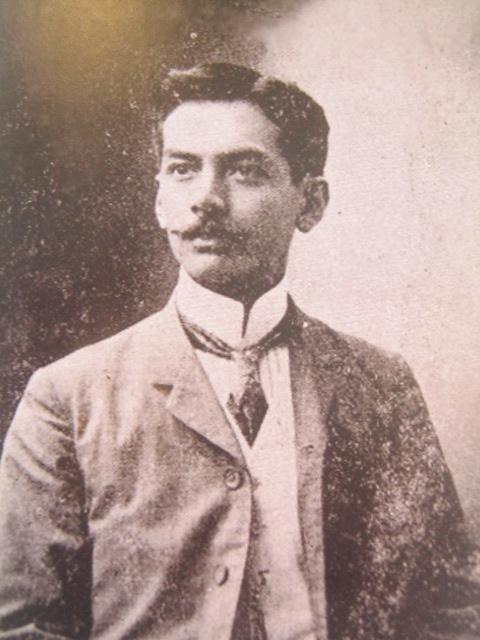 Quezon bilang Kinatawan ng Tayabas.  Mula sa Manuel Luis Quezon nina Edgardo J. Angara at Sonia P. Ner.