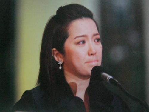 SI Kris Aquino habang ibinibigay ang kanyang eulogy para sa ina.  Mula sa Cory Magic:  Her People's Stories.