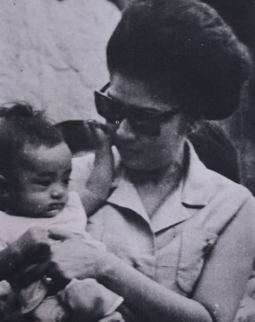 Imelda Marcos, s akanyang imahe bilang Ina ng Bayan.  Mula sa Compassion and Commitment.