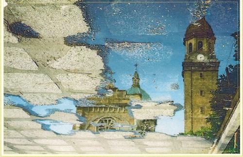 Katedral ng Maynila ngayon sa perspektiba ng isang pool ng tubig-ulan.  Mula sa The Intramuros Collection.