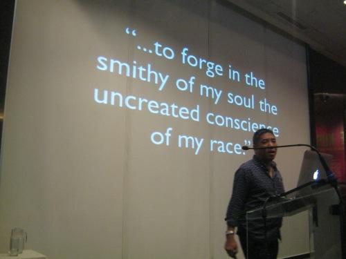 Si Ambeth Ocampo sa kanyang July 20, 2013 lecture sa Ayala Museum.  Kuha ni Xiao Chua.