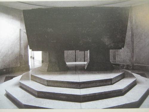 Quezon Sarcophagus.  Mula sa Manuel Luis Quezon nina Edgardo J. Angara at Sonia P. Ner.