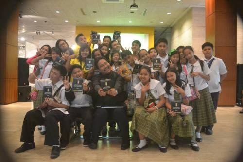 Si Xiao Chua at mga kasama--tagahanga lahat ni Sir Ambeth.  Mula kay MJ Numerosa Beldera ng Holy Spirit National High School.