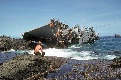 RPS Datu Kalantiaw nang sumayad sa dalampasigan ng Calayan, September 21, 1981 (anibersaryo ng Batas Militar.  79 ng 97 na mga tauhan nito ang namatay, ang pinakamalalang sakuna sa Philippine Navy.