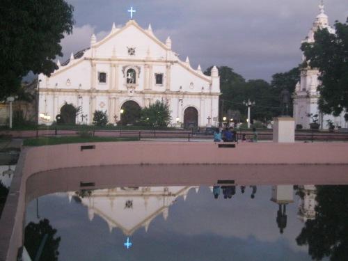 St. Paul's Cathedral sa Vigan, Ilocos Sur.  Pook ng malagim na trahedya.  Kuha ni Xiao Chua.