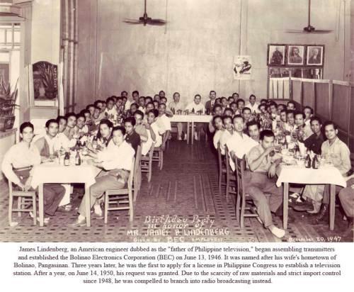 Mga empleyado ng Bolinao Electronics Corporation habang nagsasalo sa pagkain.  Mula sa Nostalgia Manila.