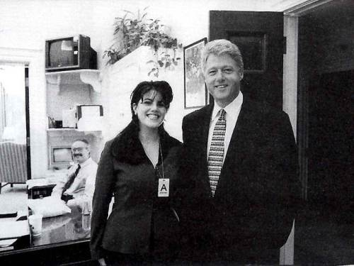 "Si Monica Lewinsky, intern ng White House, at ang kanyang ""boss"" na si Pangulong William Jefferson ""Bill"" Clinton."