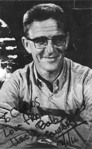 Uncle Bob Stewart.  Mula sa http://twicsy.com/i/oH4GJb.