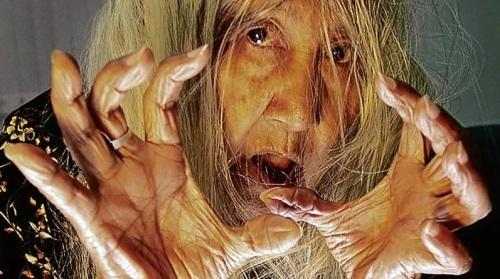 Si Nanay Lilia Cuntapay ay madala sna gumanap na aswang sa pelikula.  Mula sa Philippine Daily Inquirer/