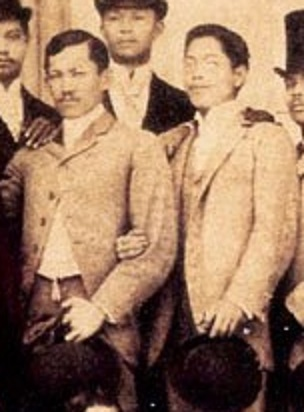 Jose Rizal at Jose Alejandrino sa Madrid.  Mula sa Vibal Foundation.