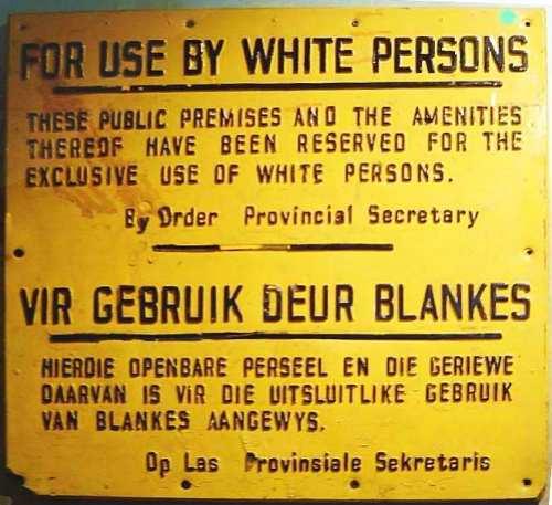 Sampol ng paghihiwalay batay sa Apartheid.  Mula sa Wikipedia.