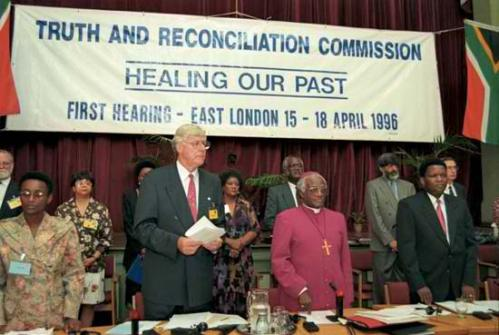Ang unang pagpupulong ng Truth and Reconciliation Commission sa London.