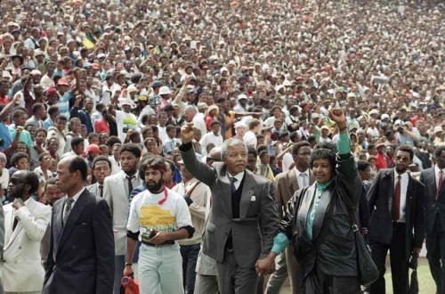 Si Nelson Mandela, ang Ama ng Sambayanang Timog Aprikano.